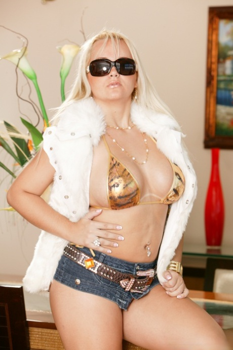 Blonde bombshell Cinthia Santos takes on two black cocks at the same time