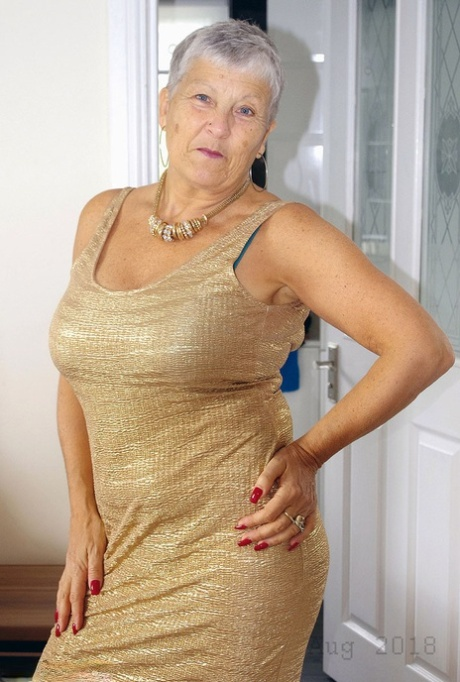 Hot granny Savana showcases her shaved pussy after a naughty striptease