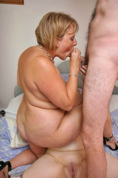 Mature Dildo Riding Amateur