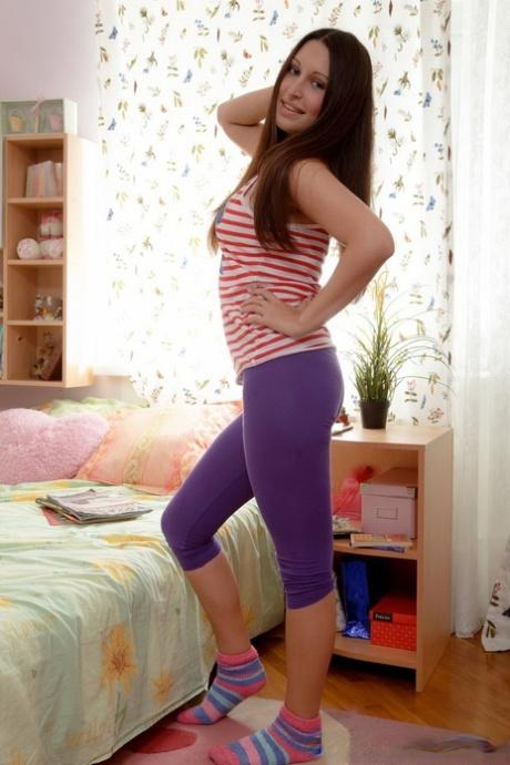Young brunette doffs capri leggings before fucking her stepbrother