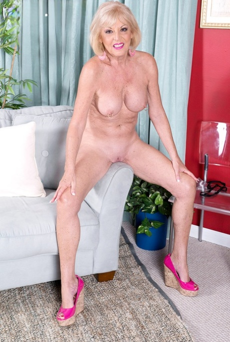 Shaved pussy granny Outdoor: 45,468