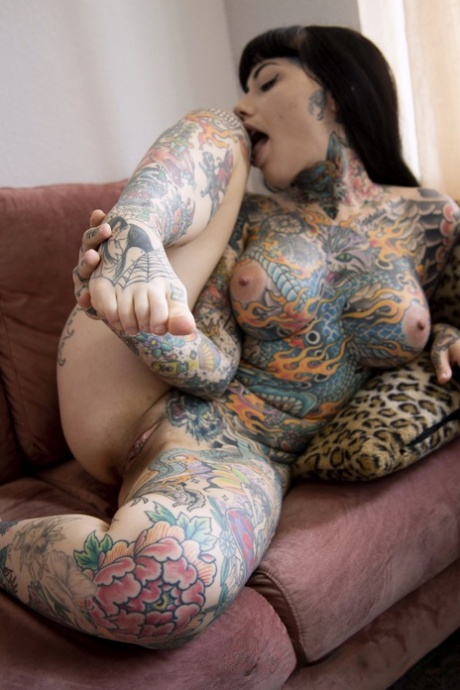 Lilly nackt Tiger Nudity in