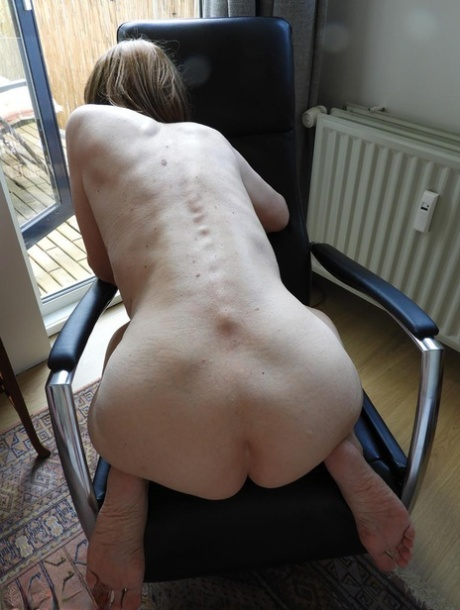 Granny nude skinny Granny Pussy