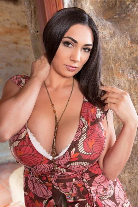 Beautiful Big Boobs Porn - Big Tits Porn Pics, Big Boobs Nude - PornPics.com