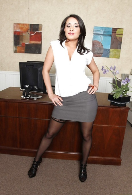 Gracious Charley Chase with big tits exposes her pussy in the office