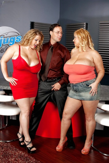 Fatty Samantha and Renee Ross with big tits are posing naked together