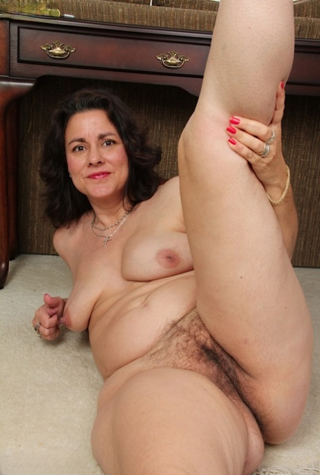 Old womens hairy pussy