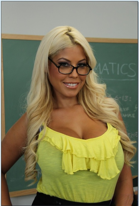 Full-bosomed latina teacher in glasses stripping in the class