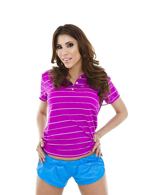 Sporty latina Aleksa Nicole uncovering her voluptuous curves