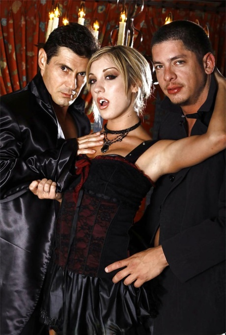 Slutty vamp Amy Brooke enjoys double penetration and gets glazed with jizz