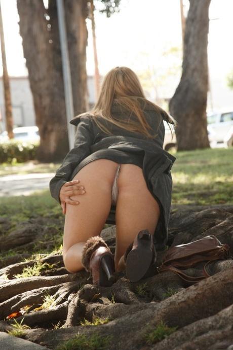 Nackt  Gwen Welles Free nude