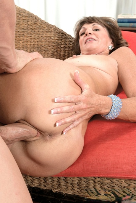 kali roses lets aidra fox gently lick her little clit