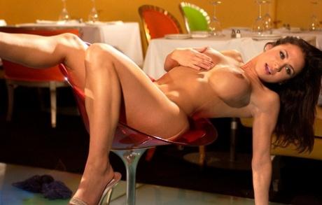 Nackt  Rochelle Loewen Topless Joke
