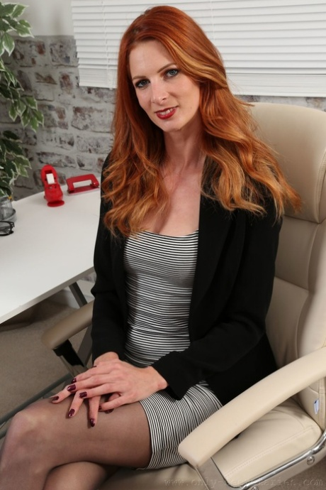 Seductive ginger Rebecca Leah strips & reveals a tattoo above her bald pussy