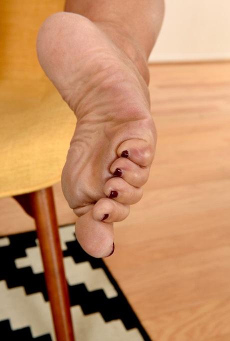 Mature feet porn hq