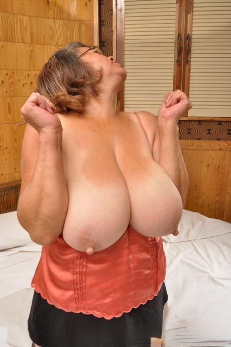 Big tit gilf
