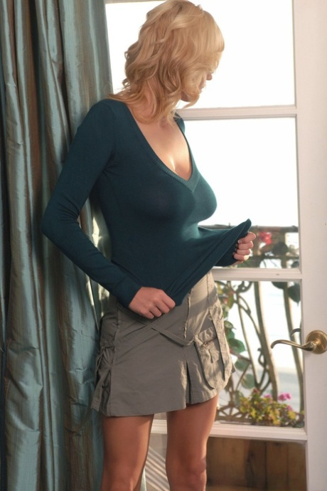 Nude pics housewife Restricted