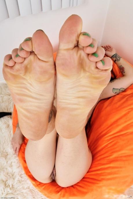 Feet atk Leery Women