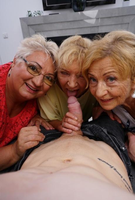 Granny pornpics Mature Love
