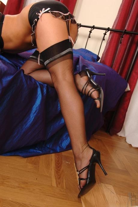 Hot Legs and Feet Maya