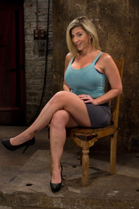 Curvaceous blonde MILF Sara Jay gets tortured by beautiful babe Isis Love