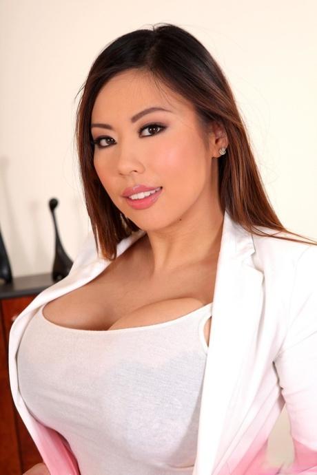 Asian pornostar