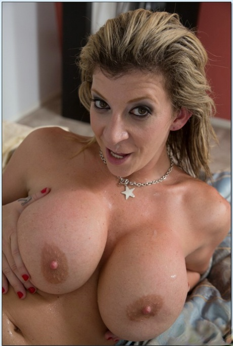 Naked milfs and cougars